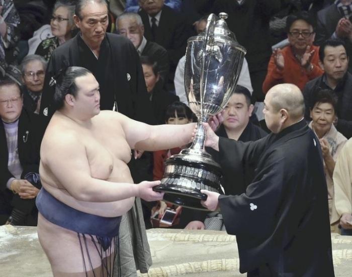 kisenosato-win-cup
