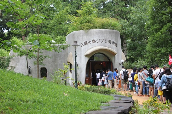 sugarandspace-com-indonesian-travel-blogger-studio-ghibli-museum-mitaka-tokyo-japan-entrance-870x580