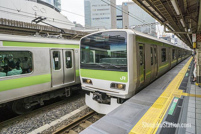 3-YamanoteLine_Train
